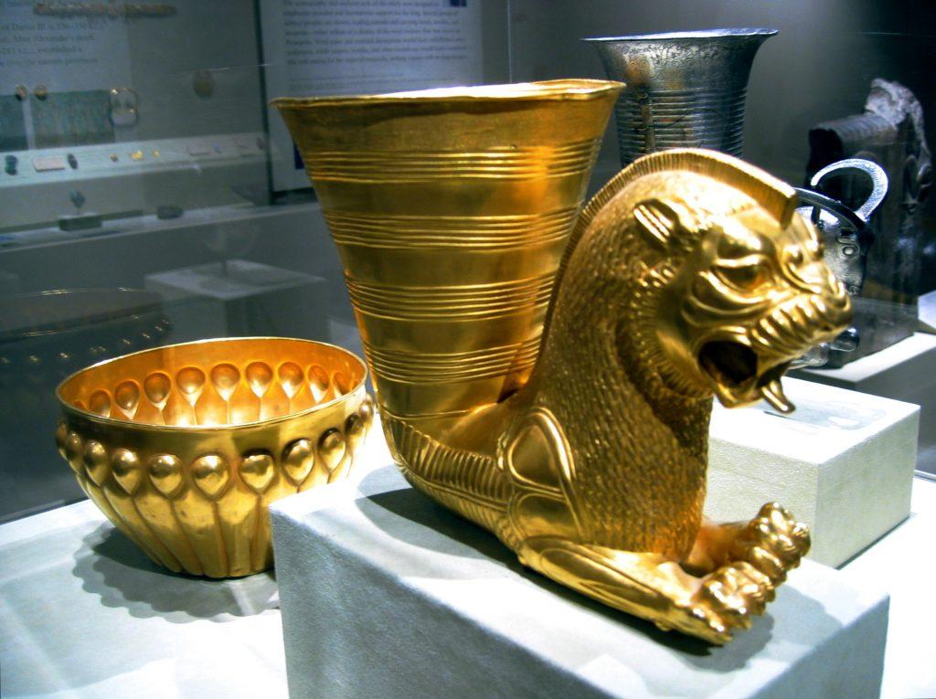出典: https://commons.wikimedia.org/wiki/File:Persia_-_Achaemenian_Vessels.jpg